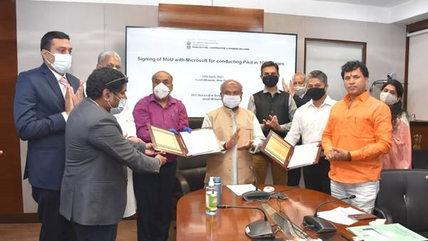 Ministry of Agriculture signs MoU with Microsoft for a pilot project in 100 villages of 6 states