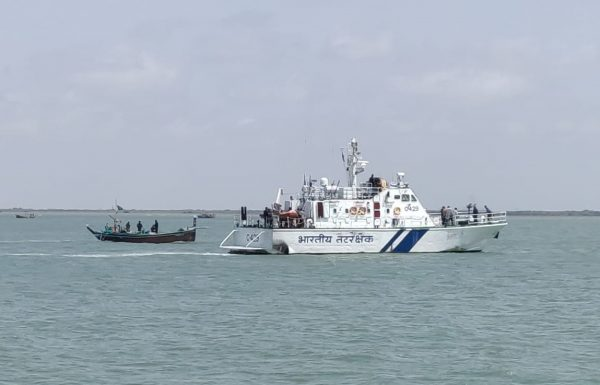Indian Coast Guard seizes Pakistani boat with heroin worth Rs 300 crore off Gujarat