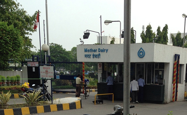 Mother Dairy won't cut prices despite Patanjali's cheaper cow milk