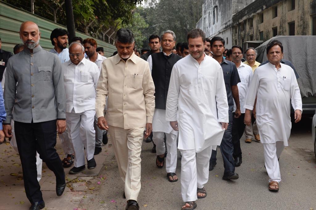 Chandrababu Naidu meets Rahul Gandhi