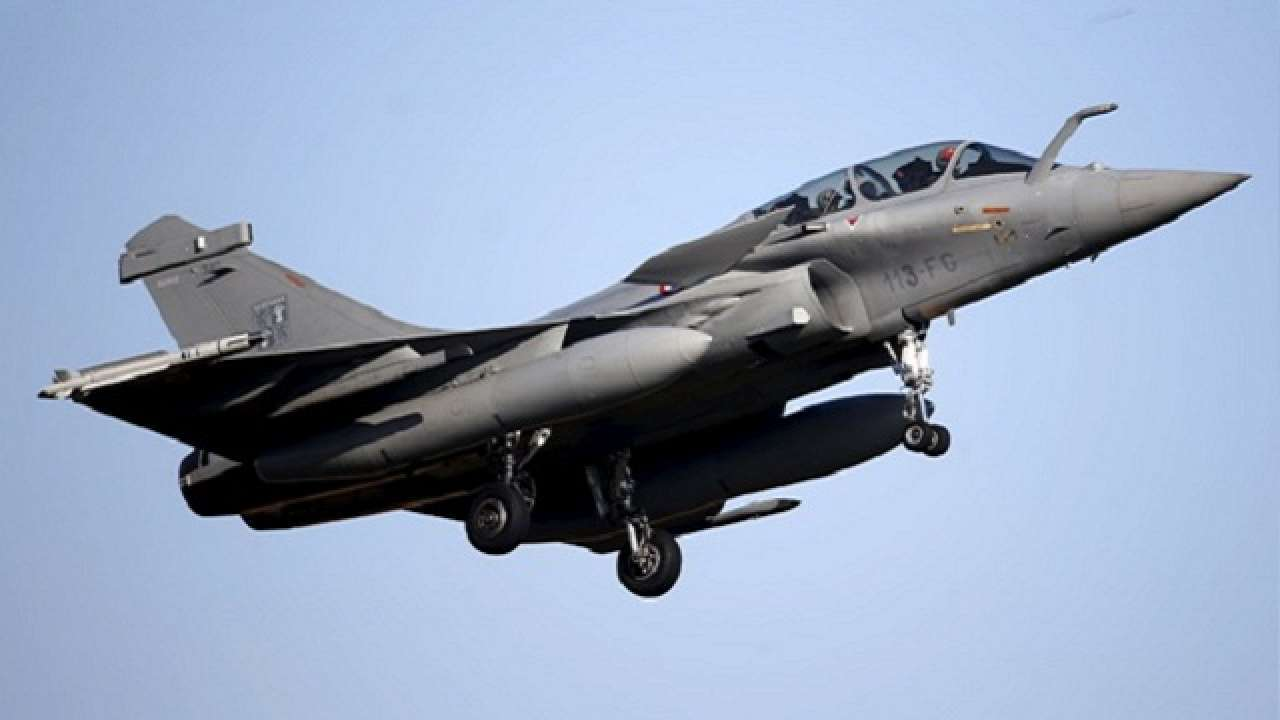 Supreme Court asks Modi government to submit details of pricing of 36 Rafale fighter jets