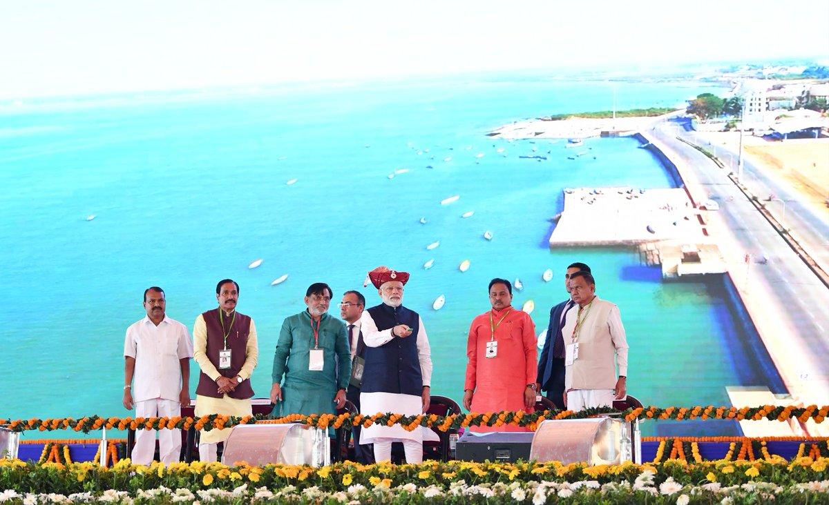 Narendra Modi lays foundation stones of development projects worth Rs. 1400 crore in at Silvassa