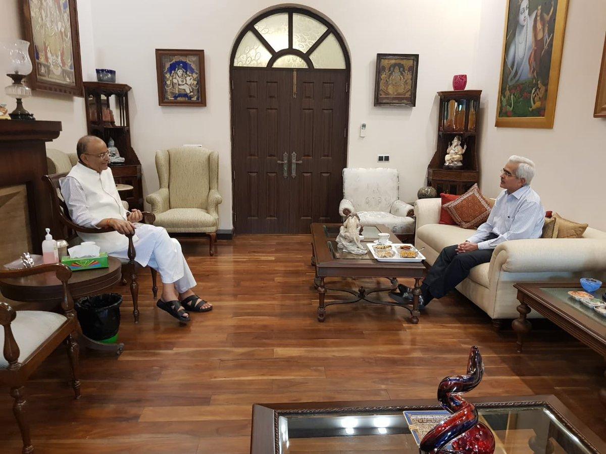 RBI Governor Shaktikanta Das meets Arun Jaitley