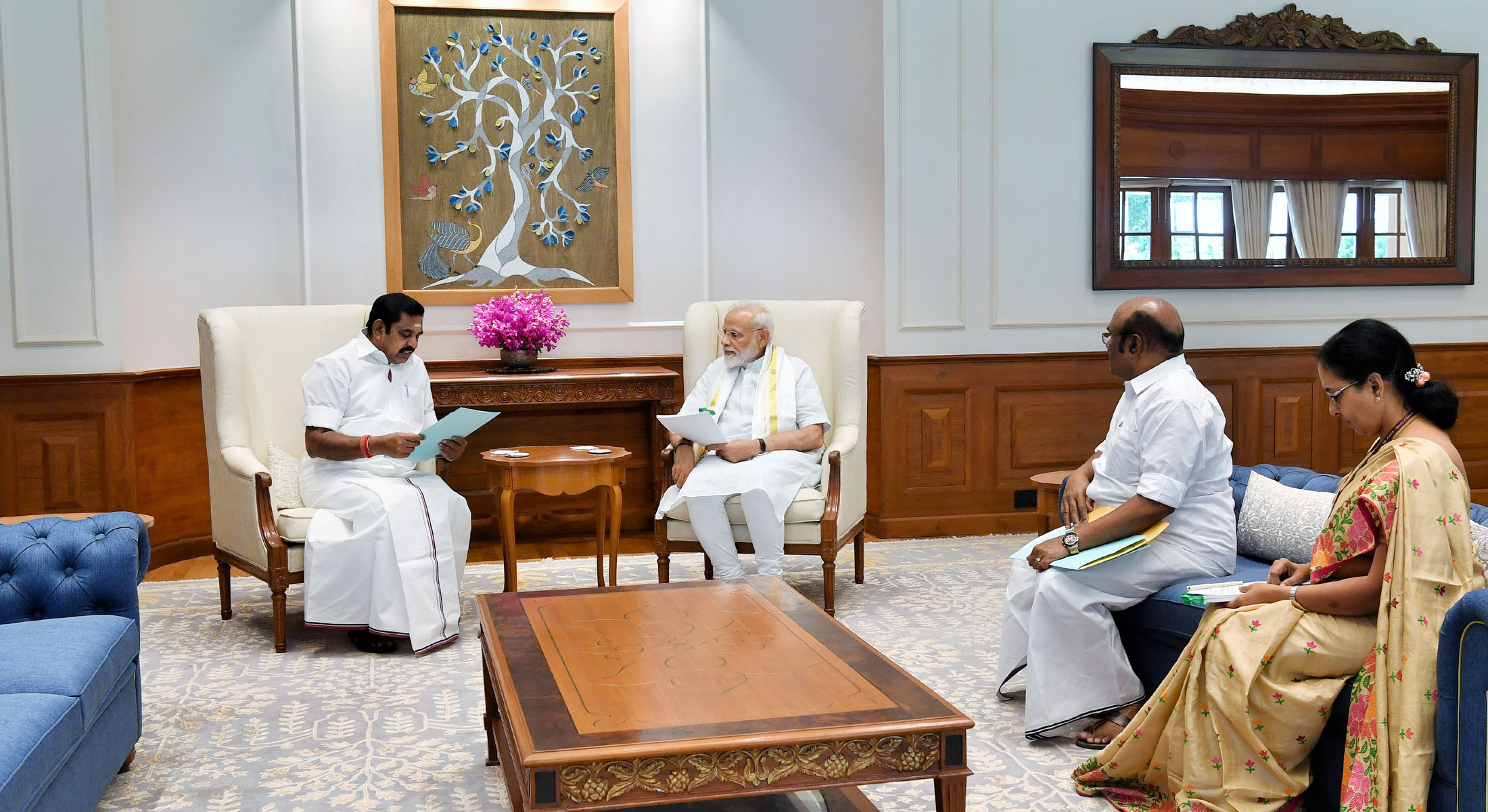 Tamil Nadu Chief Minister calls on Prime Minister Narendra Modi, discusses projects
