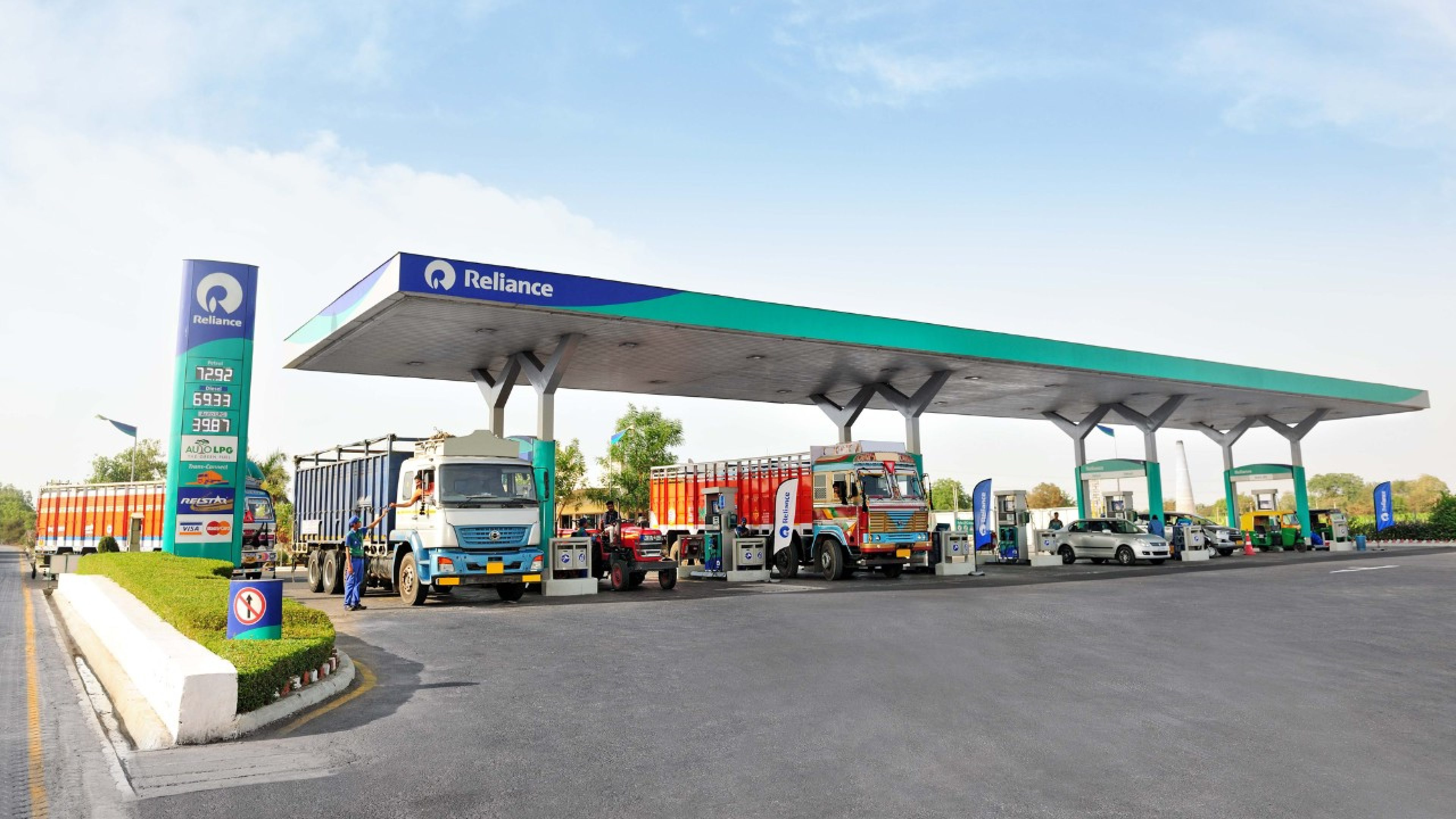 Reliance, BP announce new joint venture to set up 5,500 petrol pumps