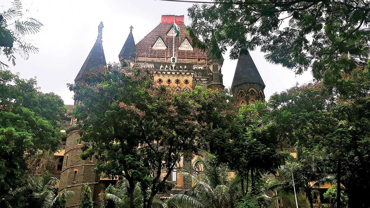 Bombay High Court permits airlines to allow passengers on middle seats
