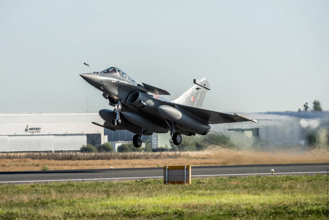 5 Rafale jets arrive in India in a boost to IAF's combat capability