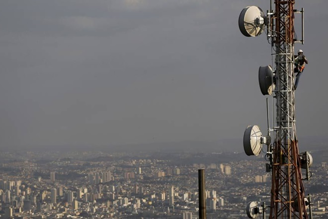 AGR case: Can spectrum can be sold or transferred, Supreme Court asks
