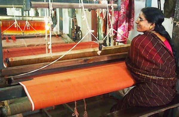 Khadi Commission forces Flipkart, Amazon, Snapdeal to remove fake khadi products