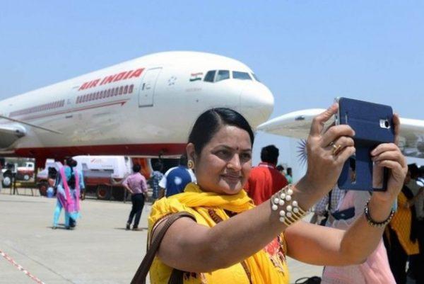 Airlines face suspension if passengers violate selfie regulations