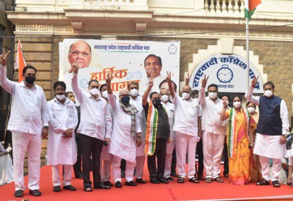 BJP leader Eknath Khadse joins NCP