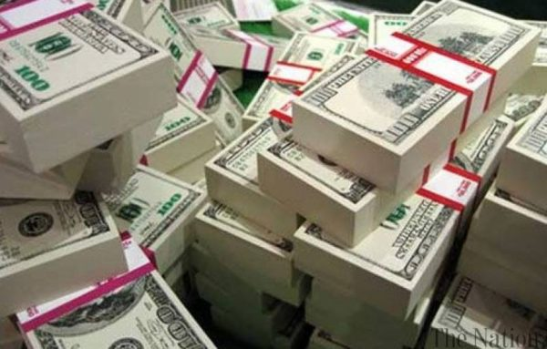 India's foreign exchange reserves rises over $560 billion