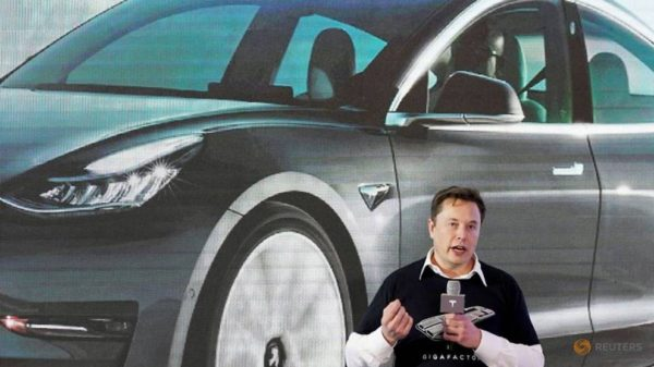 Elon Musk says had once reached out to Apple for acquiring Tesla
