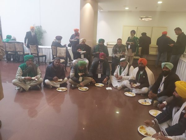Modi government-farmer talks to continue;Narendra Singh Tomar asks unions to be flexible