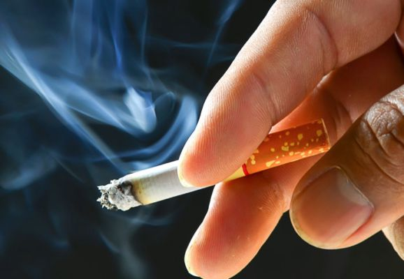 India drafts law to raise legal age of smoking to 21 years
