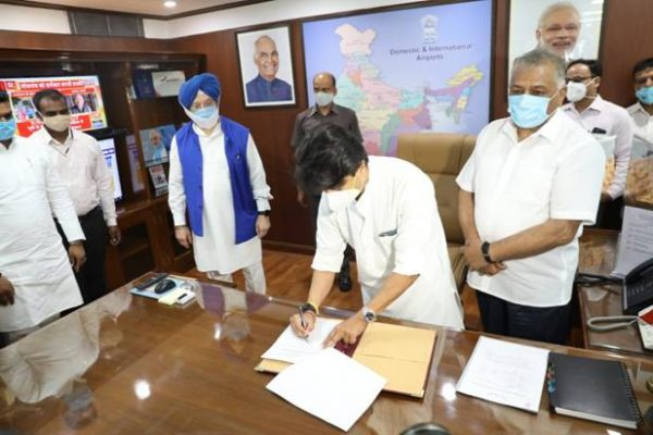 Jyotiraditya Scindia takes charge as Minister of Civil Aviation;General V.K. Singh takes over as MoS