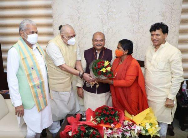 Giriraj Singh takes over as Union Minister of Rural Development and Panchayati Raj;Faggan Singh Kulaste takes as Mos