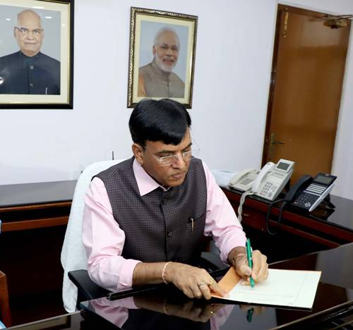 Mansukh Mandaviya takes charge as Union Minister of Chemicals & Fertilizers